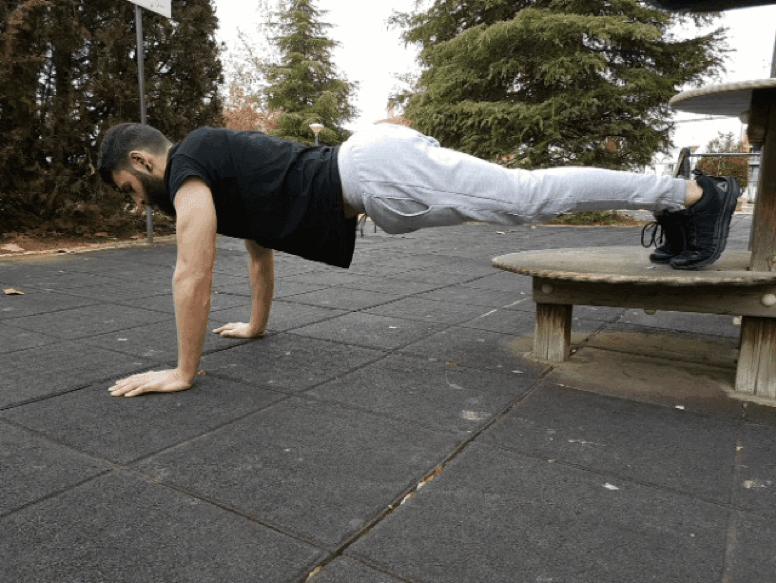 Entrenar en casa: flexión declinada